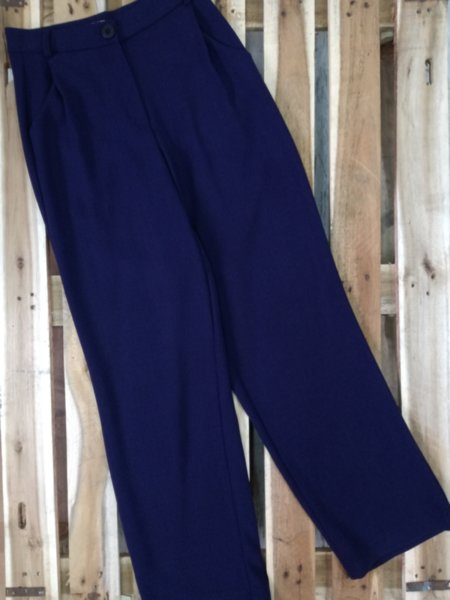 Разкроен дамски панталон с висока талия в тъмно лилаво
